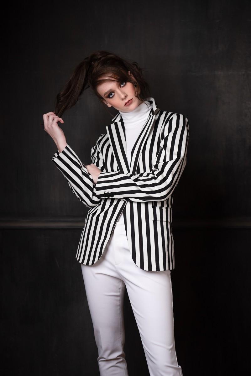 Model Annika Cappis in Nomee Photography studio Editorial striped black and white blazer