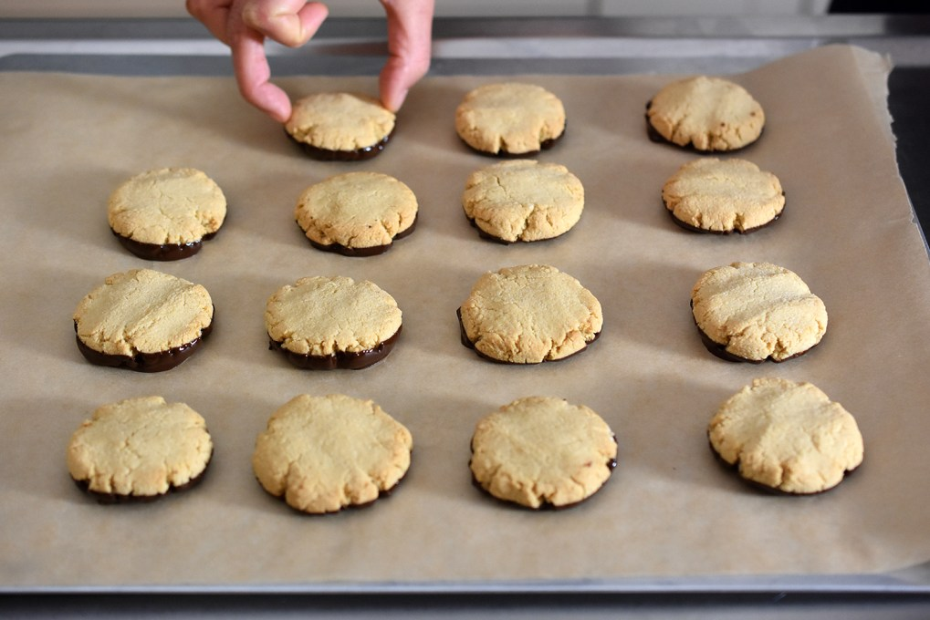 The World's Easiest Cookies from Elizabeth Barbone by Michelle Tam http://nomnompaleo.com