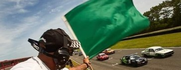 corner-worker-waving-the-green-flag-racing