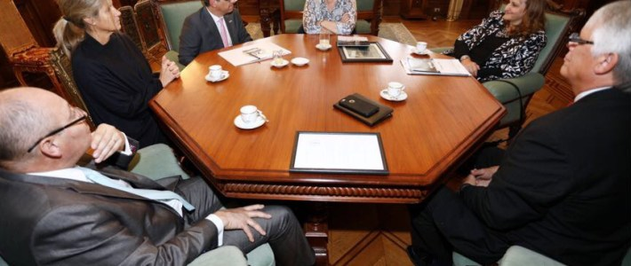 The Vice President of Argentina receives the Organization of No More Violence at the Casa de Gobierno