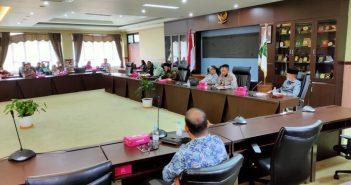 RDP DPRD Kukar bersama Disdukcapil Kukar membahas persoalan e-KTP. (Rafi'i/Disway Kaltim)