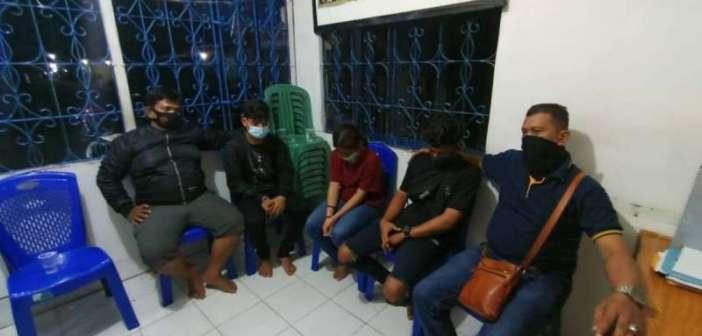 Sedang Asyik Kumpul Kebo, 3 Remaja Digerebek Warga
