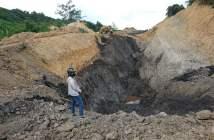 Muatan dalam Truk Terbalik Diduga Batu Bara Ilegal