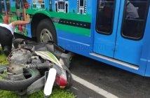 Pengendara Motor Tewas usai Jatuh dan Menghantam Bus Disporapar Balikpapan