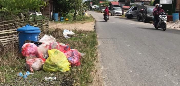 Pemkab Kubar Bilang Mampu Atasi Sampah, Warganet: Masih Berceceran