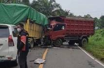 2 Truk Adu Banteng di Jalan Poros Paser-PPU, Diduga Human Error