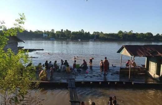 Warga Melak Ramai Terjun ke Sungai Mahakam, Ada Apa?