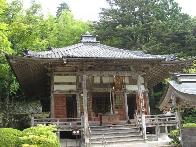 1024px-Bodai_temple01_hyogo