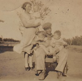 Robert, Jennie, twins -Eva and Elsa, and Wynone
