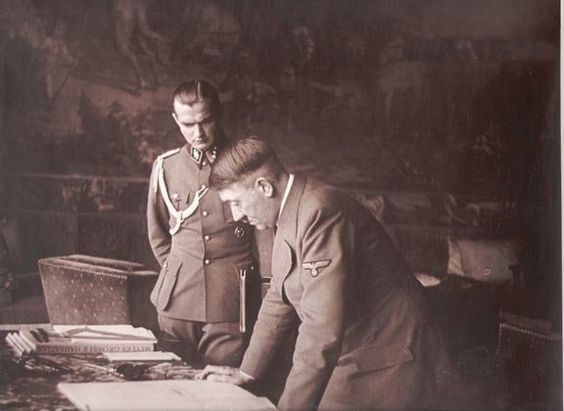 Max bersama Hitler