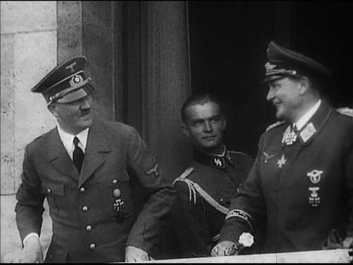 Max bersama Hitler dan Hermann Goring - Goring dijatuhi hukuman mati, namun bunuh diri sebelum digantung