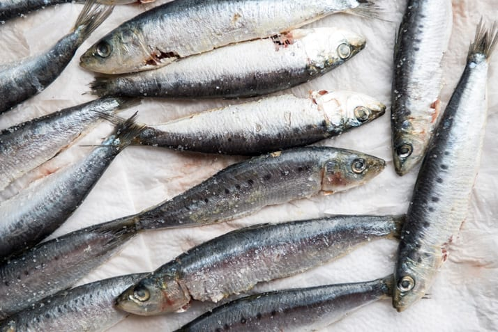How to clean sardines before grilling