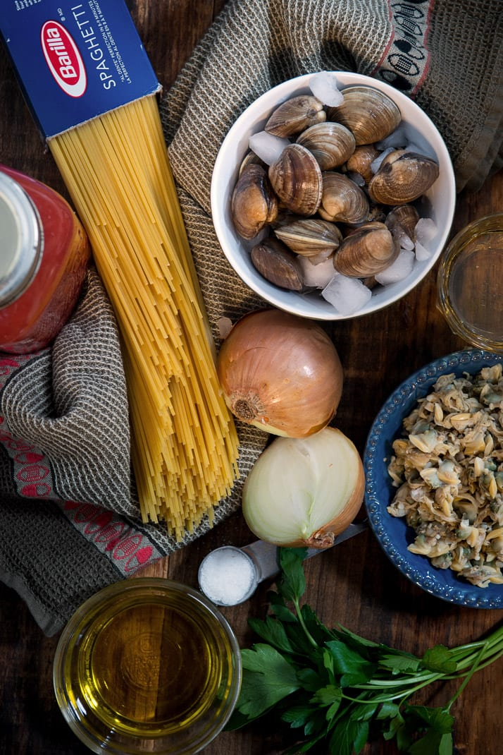how to make italian pasta with clams in tomato sauce