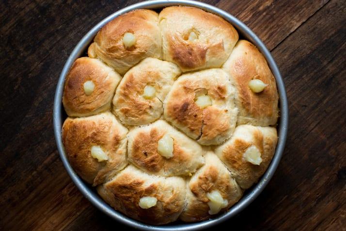 sticky-buns-filled-with-lemon-curd