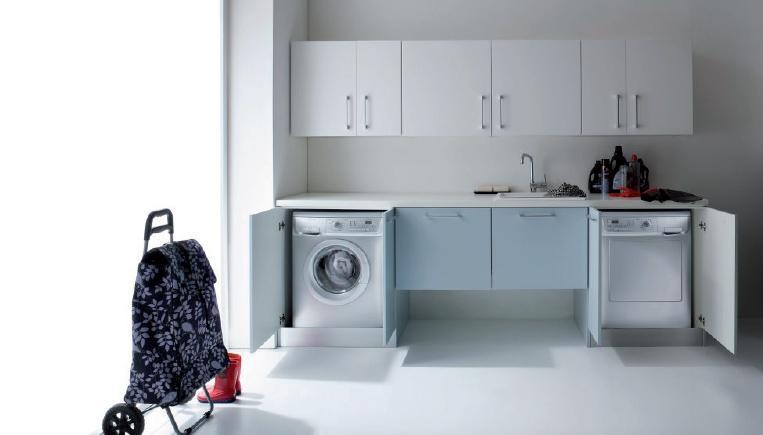 Composizione salvaspazio bagno o lavanderia con porta