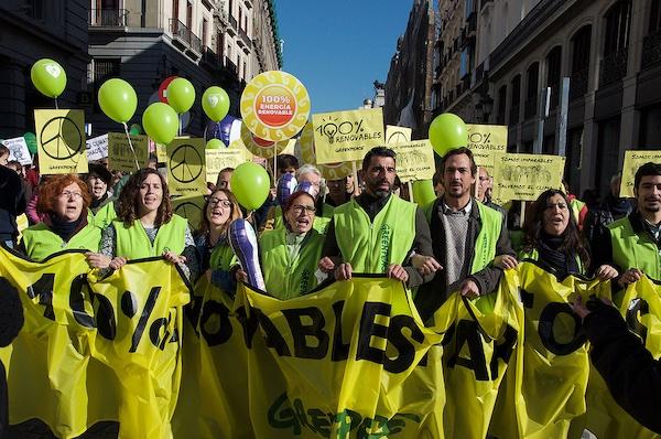 Re:Common e Greenpeace, chiedono a Unicredit stop finanziamenti sui combustibili fossili