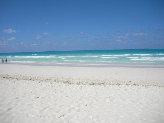 Il mare e la spiaggia nemici del coronavirus