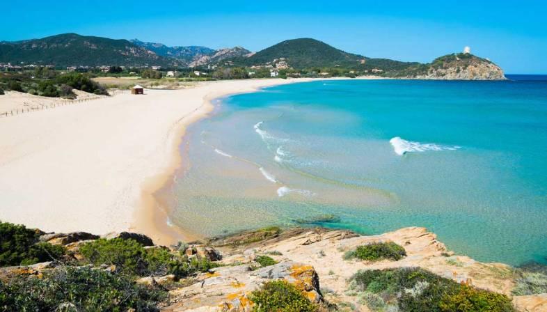 2 giugno in Sardegna: pioggia, vento e poca gente in spiagge