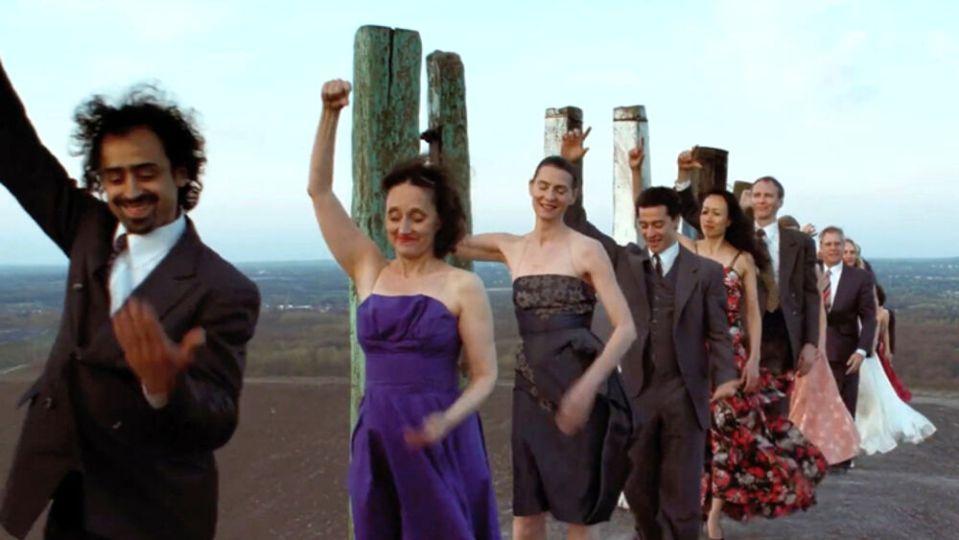 Riccione, spiaggia trasformata in teatro per Join! The Nelken Line Project