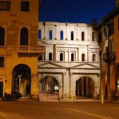 Porta Borsari: l'ingresso verso il centro di Verona