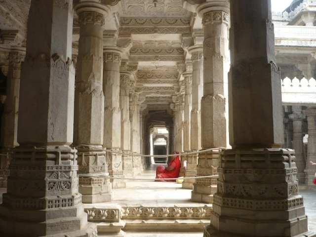 Le 1144 colonne del tempio gianista
