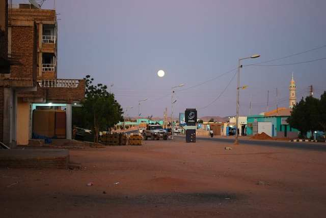 Cala la sera sulla tranquilla Wadi Halfa