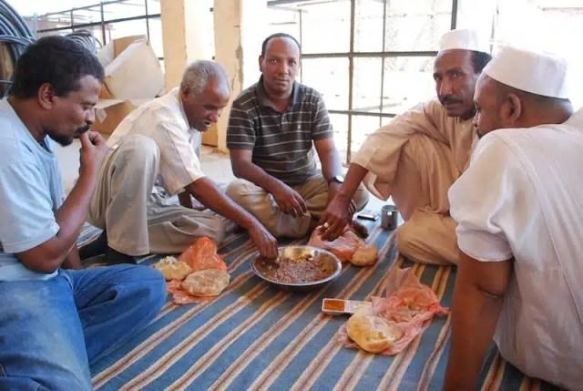 Un pranzo tipicamente sudanese con il fùl