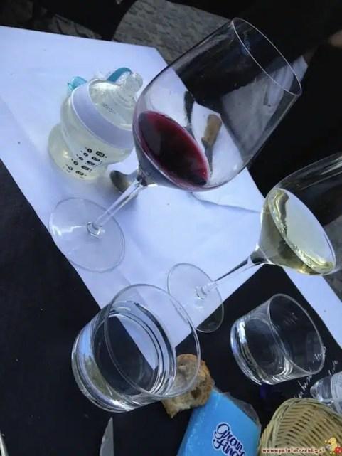 Un calice di vino rosso Bordeaux