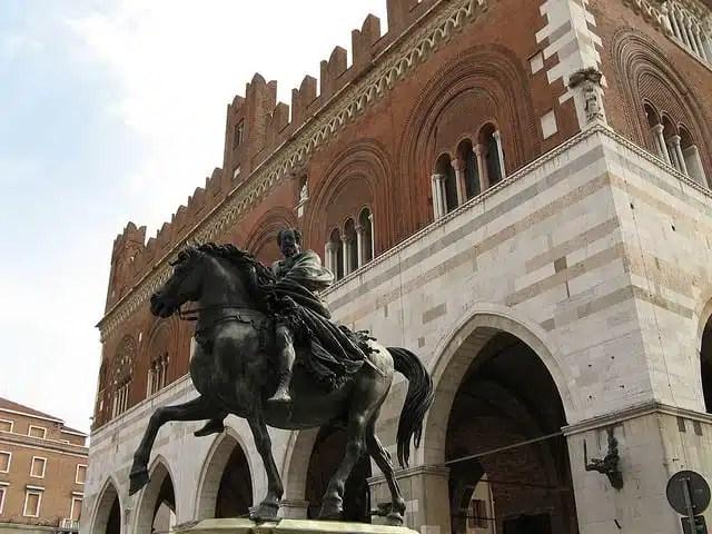 Piazza dei Cavalli - Piacenza, Italia