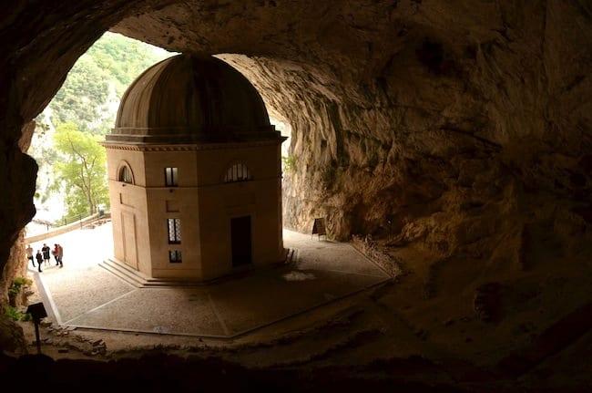Tempio di Valadier - Genga, Marche, Italia
