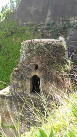 Tombe di Virgilio e Leopardi - Napoli, Italia
