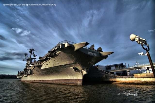 New-York-senza-barriere-Intrepid-Sea-Air-and-Space-Flickr-autore-Akinori-Li