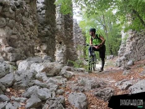 Viaggiare in solitaria - Rovine S.Rocco - Lugnano (Rieti)