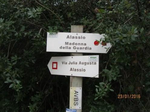 Trekking in Liguria: sui sentieri da Albenga ad Alassio