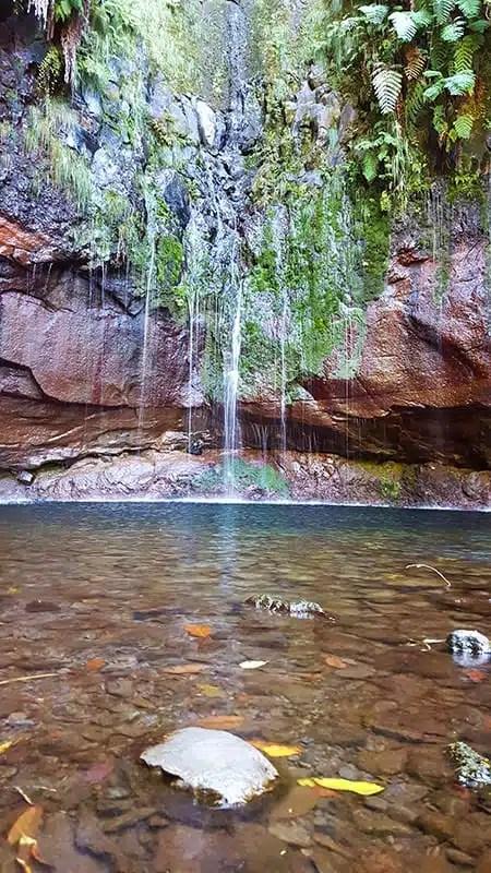 6) Il lago delle 25 fonti al termine dell'omonima levada