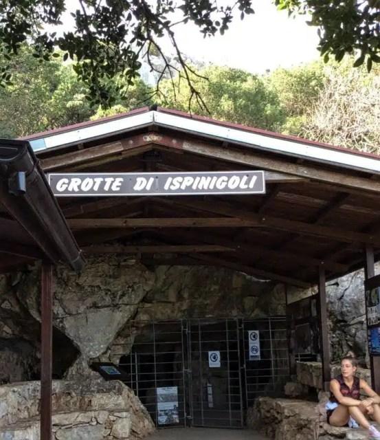 ingresso-delle-grotte-di-ispinigoli_frency-motta