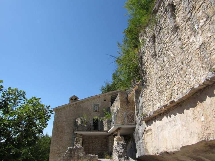 Majellando: l'eremo di Santo Spirito nella valle dell'Orfento