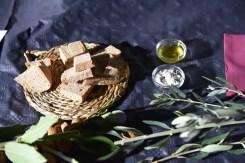Dettagli della cena romana tra le rovine di Pollentia