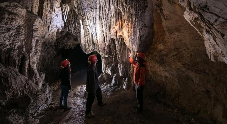Grotta al di sotto del Castello di Predjama