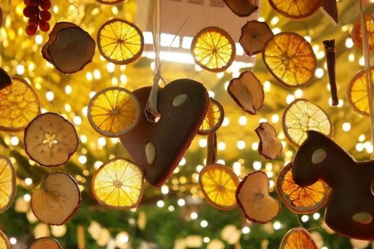 Decorazioni di agrumi ai mercatini di Natale in Costa Azzurra