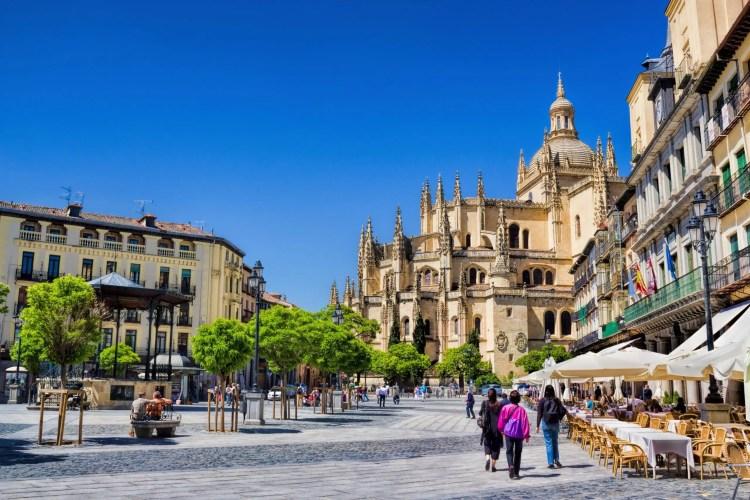 Plaza Mayor è la piazza principale di Segovia