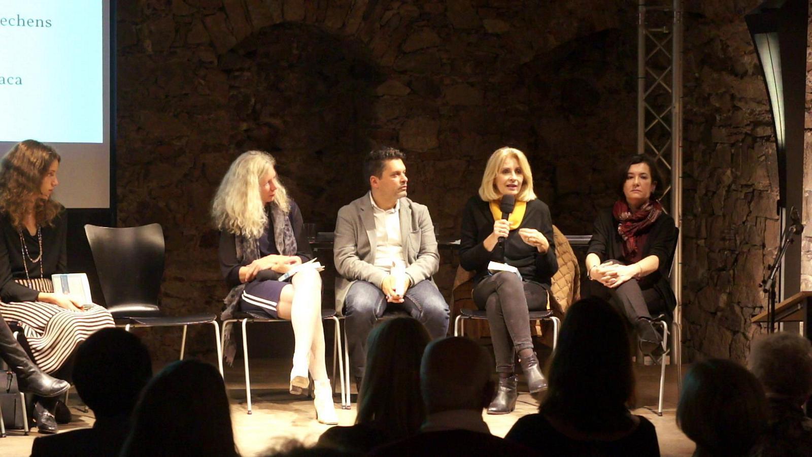Anna Pavignano spricht über das Leitmotiv der Anthologie: die Suche nach Identität