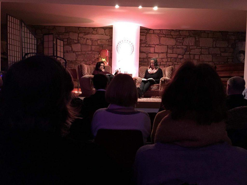 Die Übersetzerin Ruth Mader-Koltay und die Lektorin Irene Pacini auf der Bühne