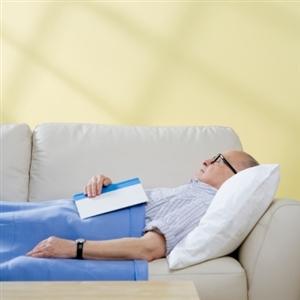 Old+man+sleeping+on+sofa_1532_19446602_0_0_7044346_300.jpg