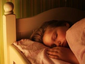 Πως επηρεάζει ο ύπνος των παιδιών την παχυσαρκία;