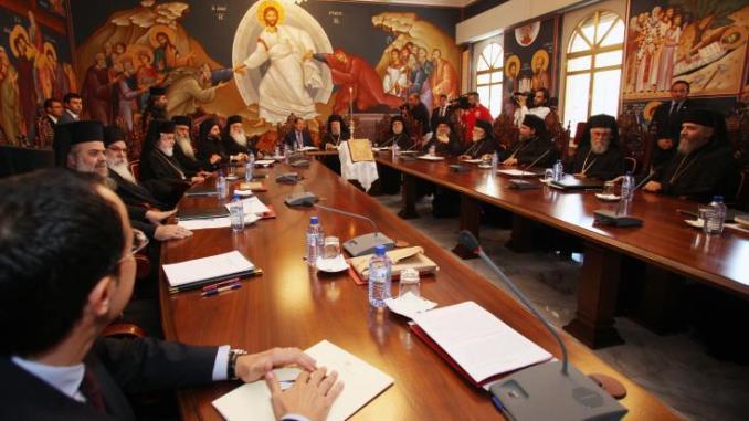 Η Ιερά Σύνοδος καλεί τον Πρόεδρο να επιμείνει στη συνέχεια του κράτους
