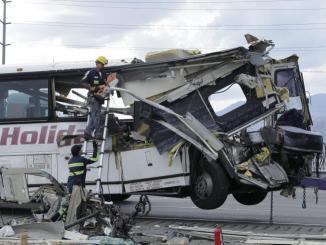 Σύγκρουση τουριστικού λεωφορείου με νταλίκα