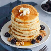 Fluffy 5-Ingredient Vegan Pancakes