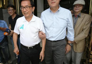 (影)姚文智探望阿扁 邀請他擔任選戰最高顧問  阿扁欣然同意  網譏:請貪汙犯當顧問 嗯 好好學習啊