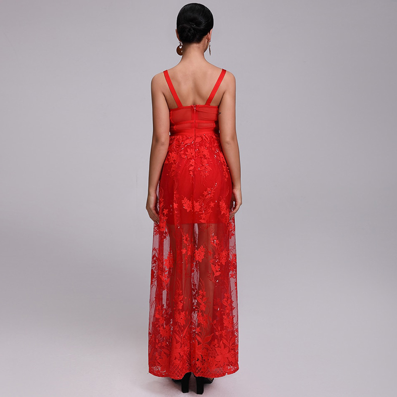 Model trägt Kleid rot bodenlang, von hinten